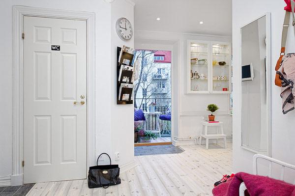 当你扫视周围的时候,立马被多彩的衣架和地毯吸引。