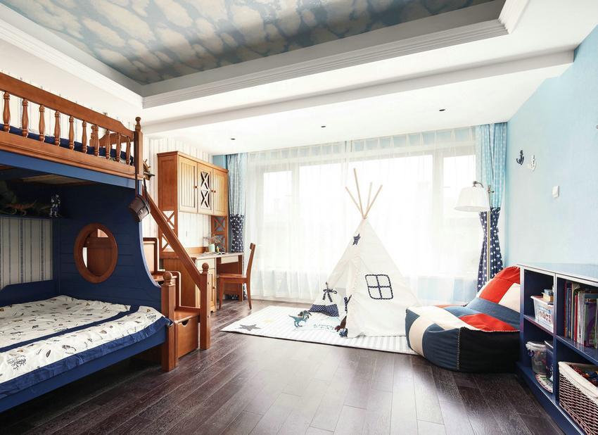 屋主将空间最宽敞、采光最好的房间,留给孩子们。