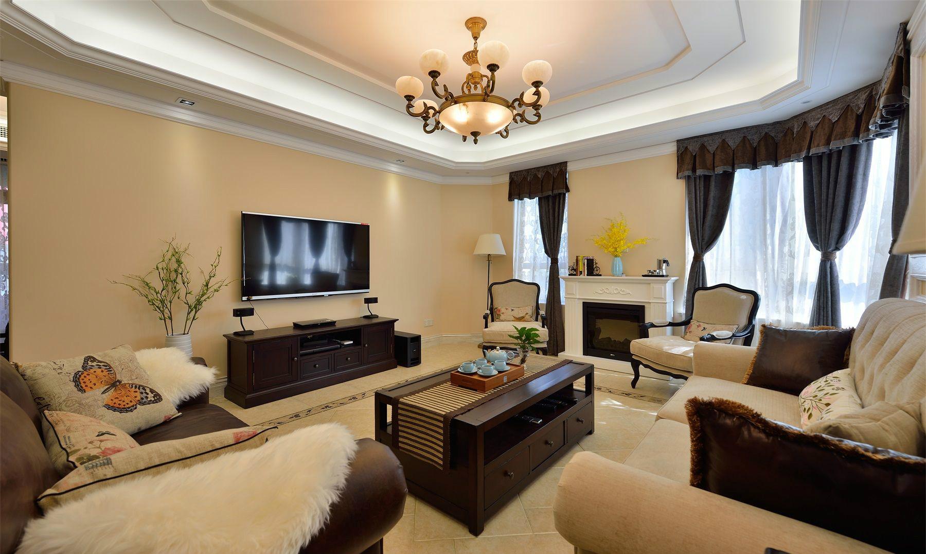 客厅色调用的是偏暖色系的基调,给人特别温馨舒适的感觉,特有家的归宿感