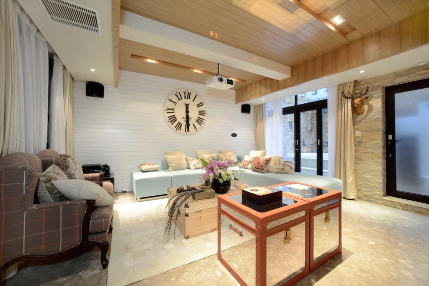 楼上的客厅偏向小家碧玉型,烟青色的沙发是否虏获了你的心呢?