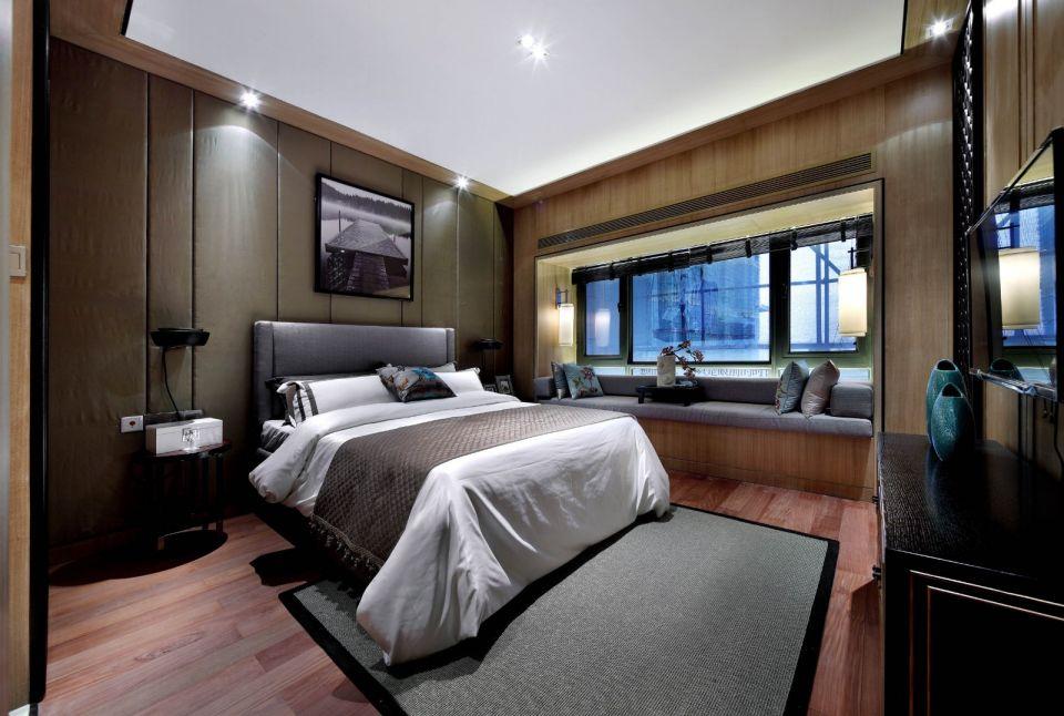 卧室大面积飘窗设计可以让光线最大限度流入室内,背景墙上的山水装饰画充满了自然的味道。