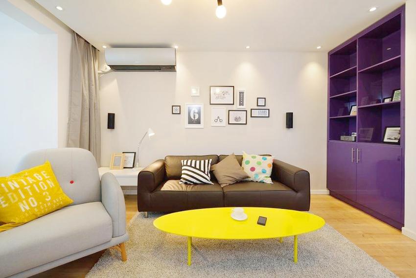 客厅基本以浅色,亮色为主,规避了很多人对传统北欧的色彩单一的不适应。