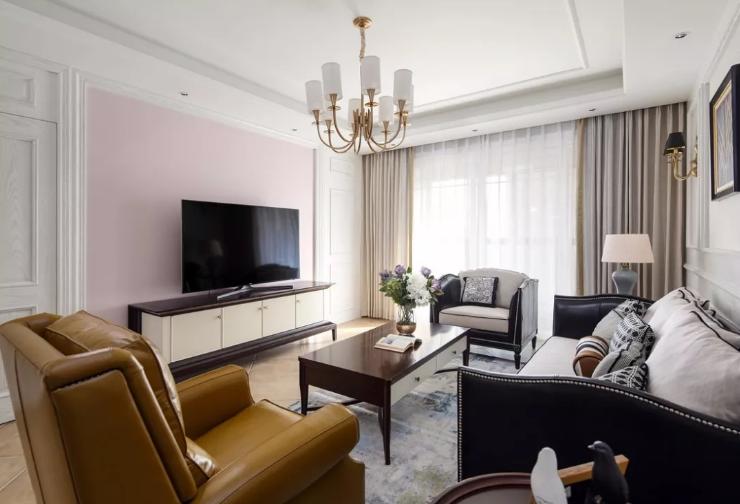 电视背景墙去繁从简,除电视柜外没有多余的装饰,颜色选择了浅粉色,带来柔和宁静的感觉。