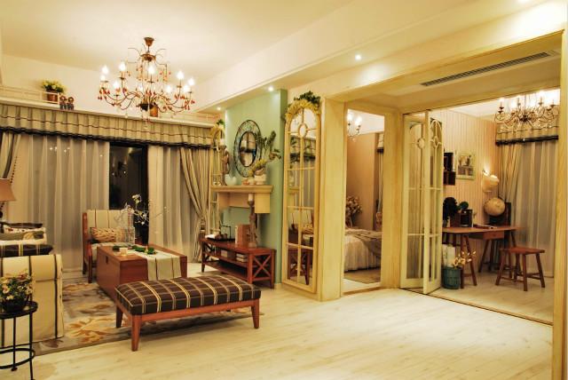 客厅采用浅绿色单面墙壁设计,让空间显得很小清新,格子布艺包裹的座椅,五一不让人感到温馨。