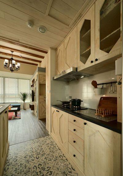 开放式厨房,视野无敌,转身就可以纵览整个客厅和书房。
