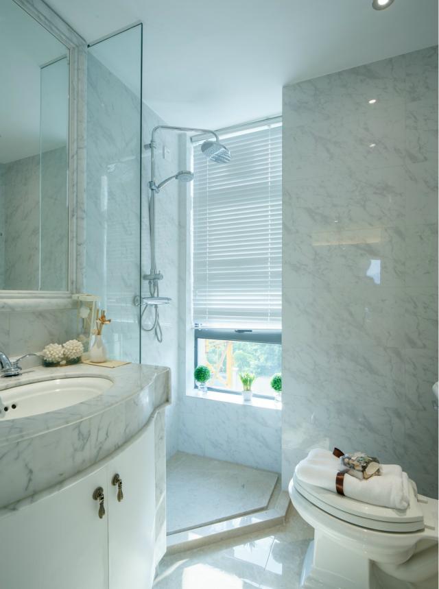 百叶窗既可以让空间增加光线,又有效保护了主人的私密。