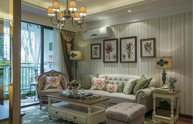 新颖造型的灯饰,精致的装饰画,都能感受到居室主人的生活品质。