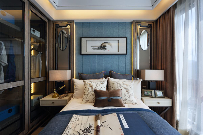 室内、工整、素雅,布局紧凑,设计师选择有透明衣柜又一下将人带回现代,实用。