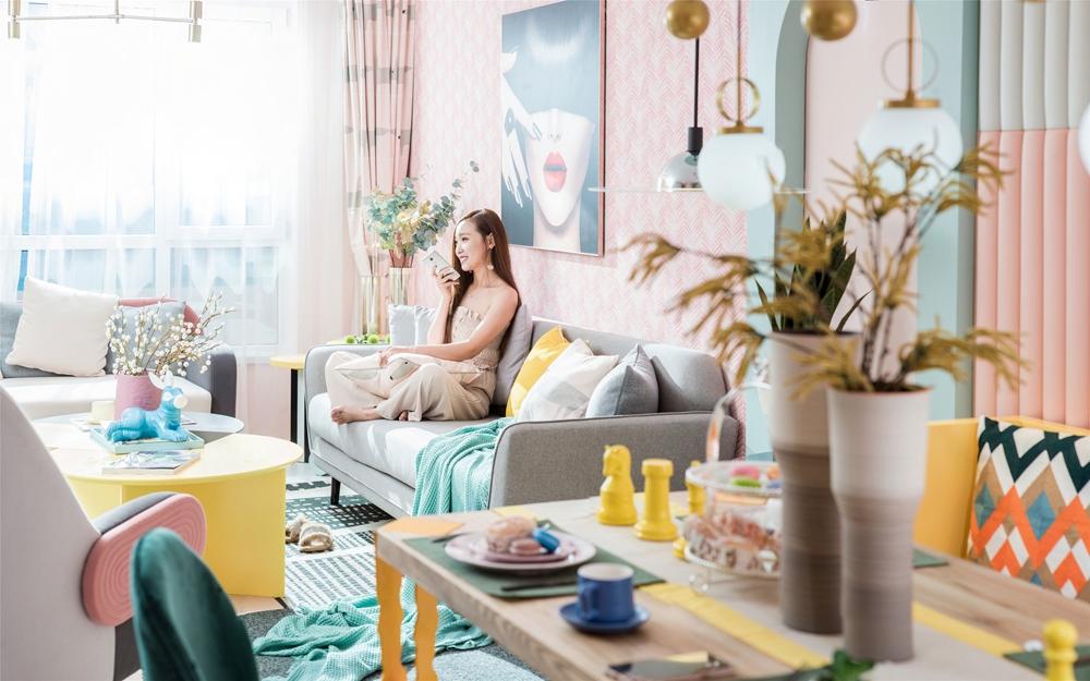 电视机背景墙设计新颖,局部亮色搭配和谐,一眼看上去,清新之感扑面而来。