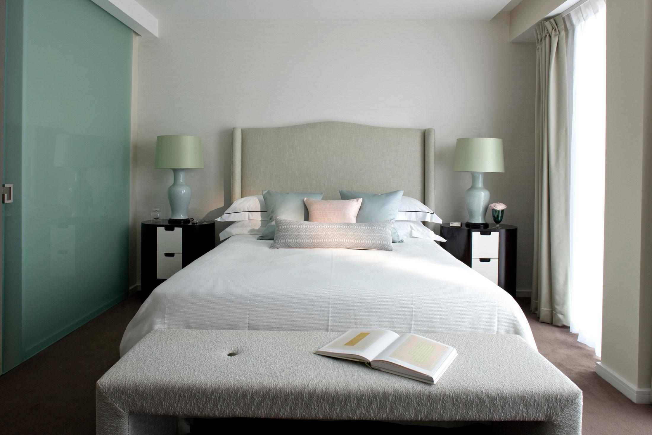 卧室墙壁是浅色的,很有创意的颜色,让人心情愉悦。