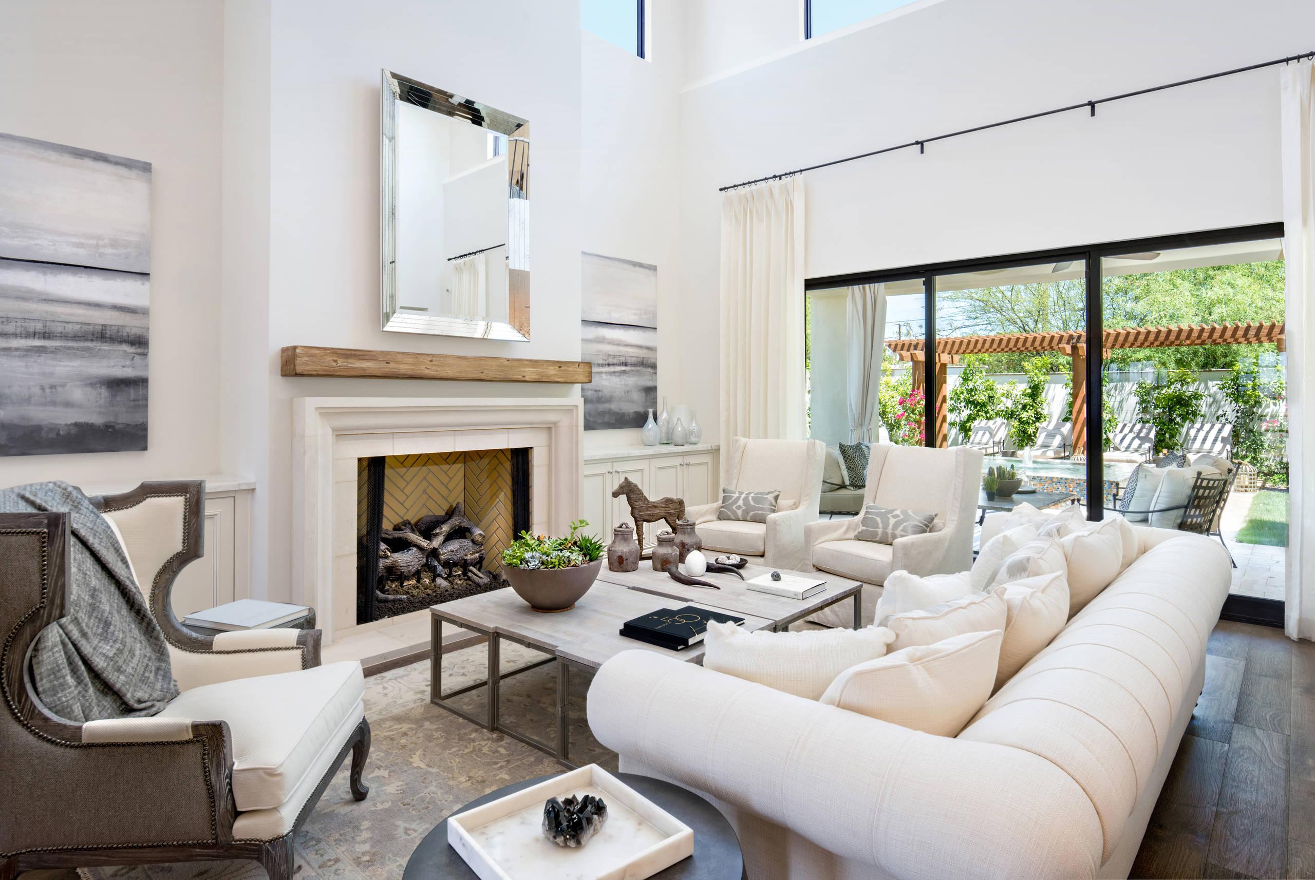 客厅馨浪漫的装修格调,无不透露出业主骨子里追求品质,质朴轻松的生活态度。