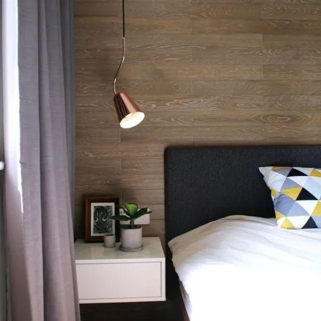 金属床头灯在低调中书写着质感,安放每一个舒适的睡眠。