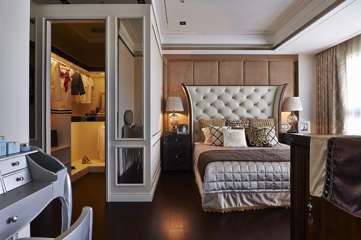 主卧带有衣帽间设计,再多的衣衣都有地可放了;舒适的床品,靠在这样舒适高床头读一本书也是非常惬意的~