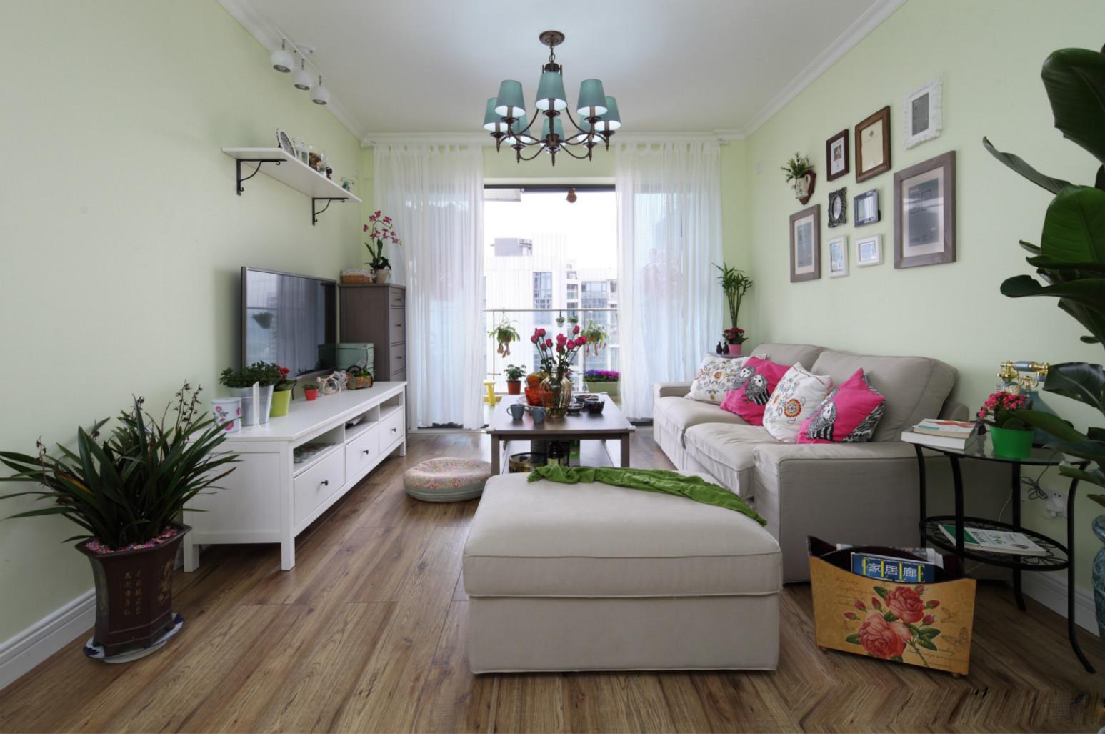 浅绿色是房子的整个格调,干净又温馨。