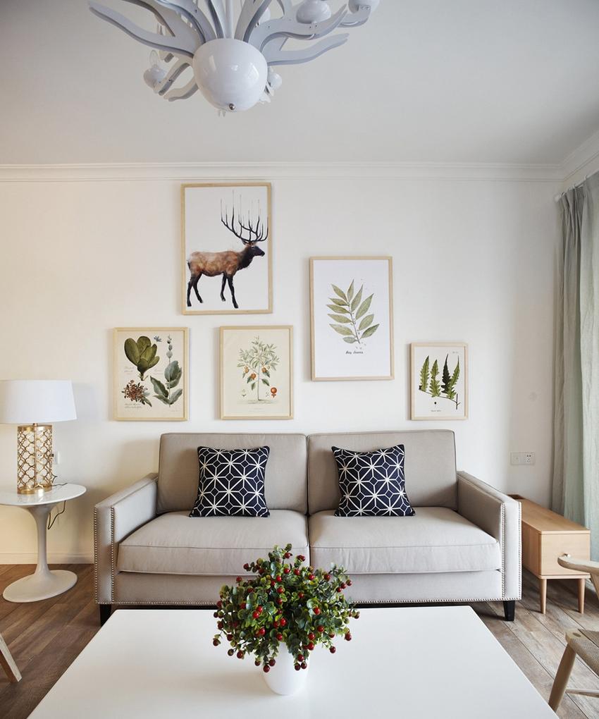 客厅的桌椅摆放着重对称,有着一种整齐美。