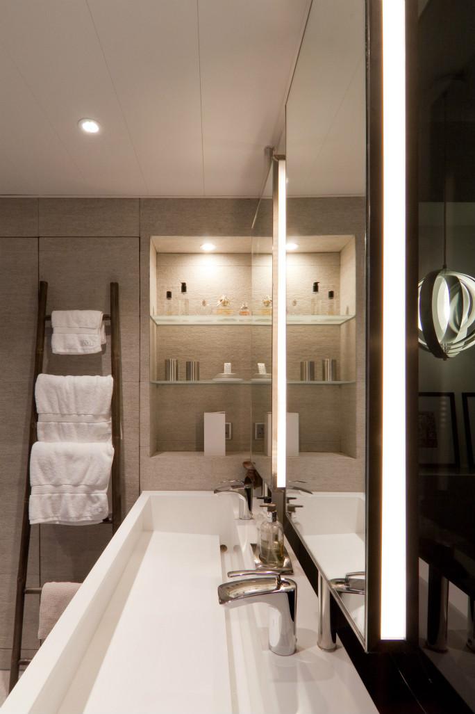 卫生间做的是干湿分离,按照业主的喜好干净简洁,也方便擦拭