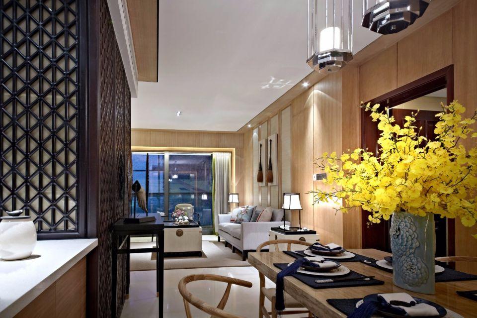 客厅与餐厅的连通开放,提升了空间通透性,强调了人与空间的互动和交流,简洁朴实、清雅恬淡、寓情于景。