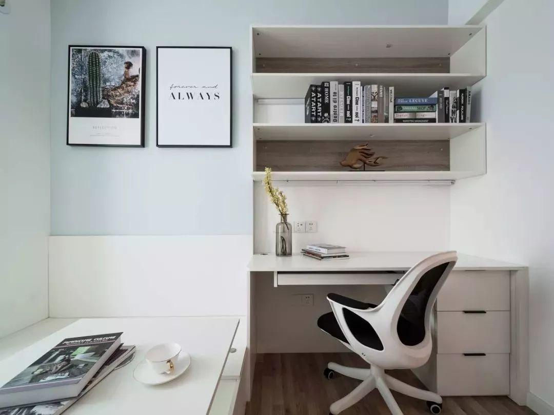 为了增加整套房子的实用性,这个空间兼备书房、客房两个功能,所以采用了榻榻米设计。
