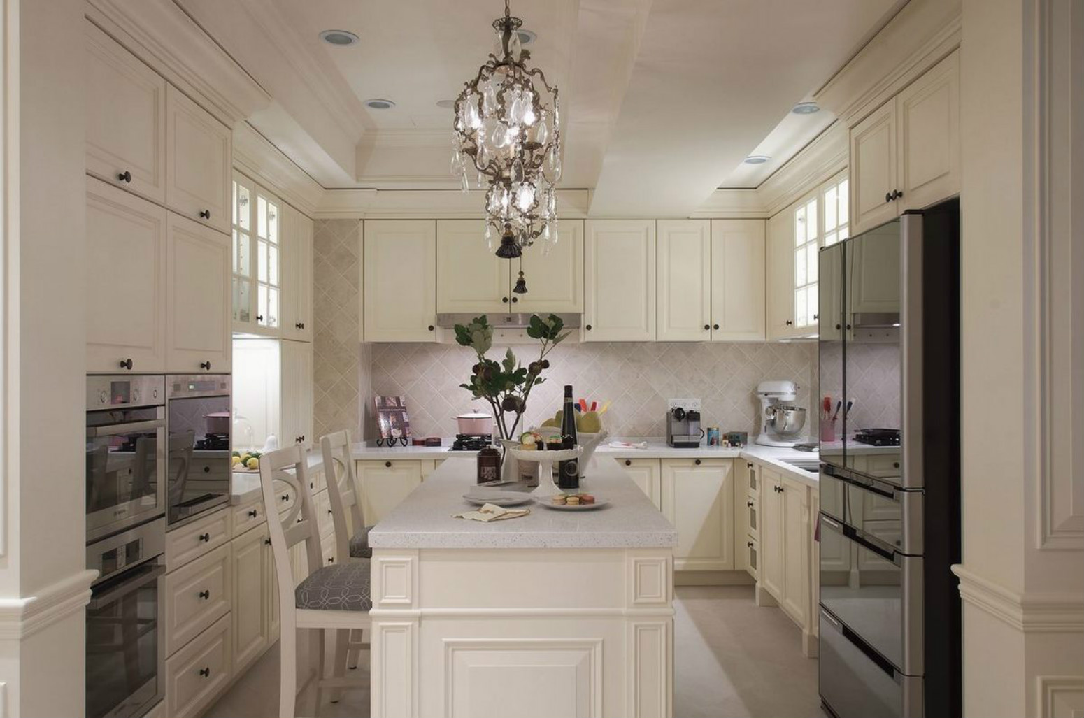 开放式厨房设计,空间没有显得拥挤而是敞亮干净。