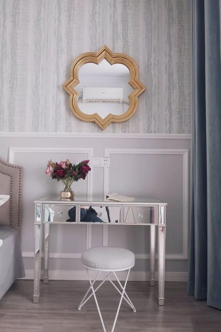 软装选择饱和度低的配饰,整体温馨、精致。
