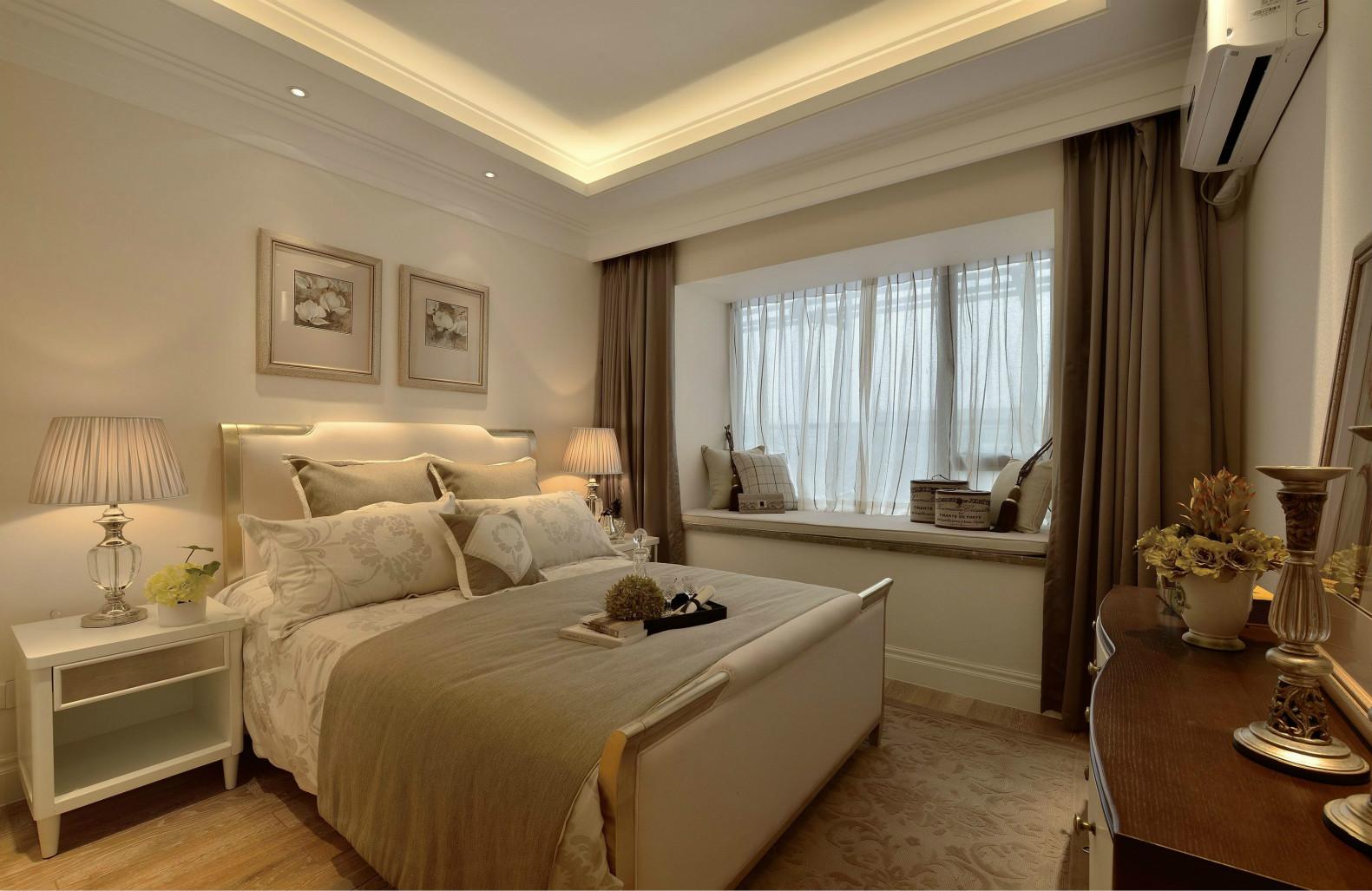 卧室温馨的色调,加上简单的装饰,适合安静的休憩