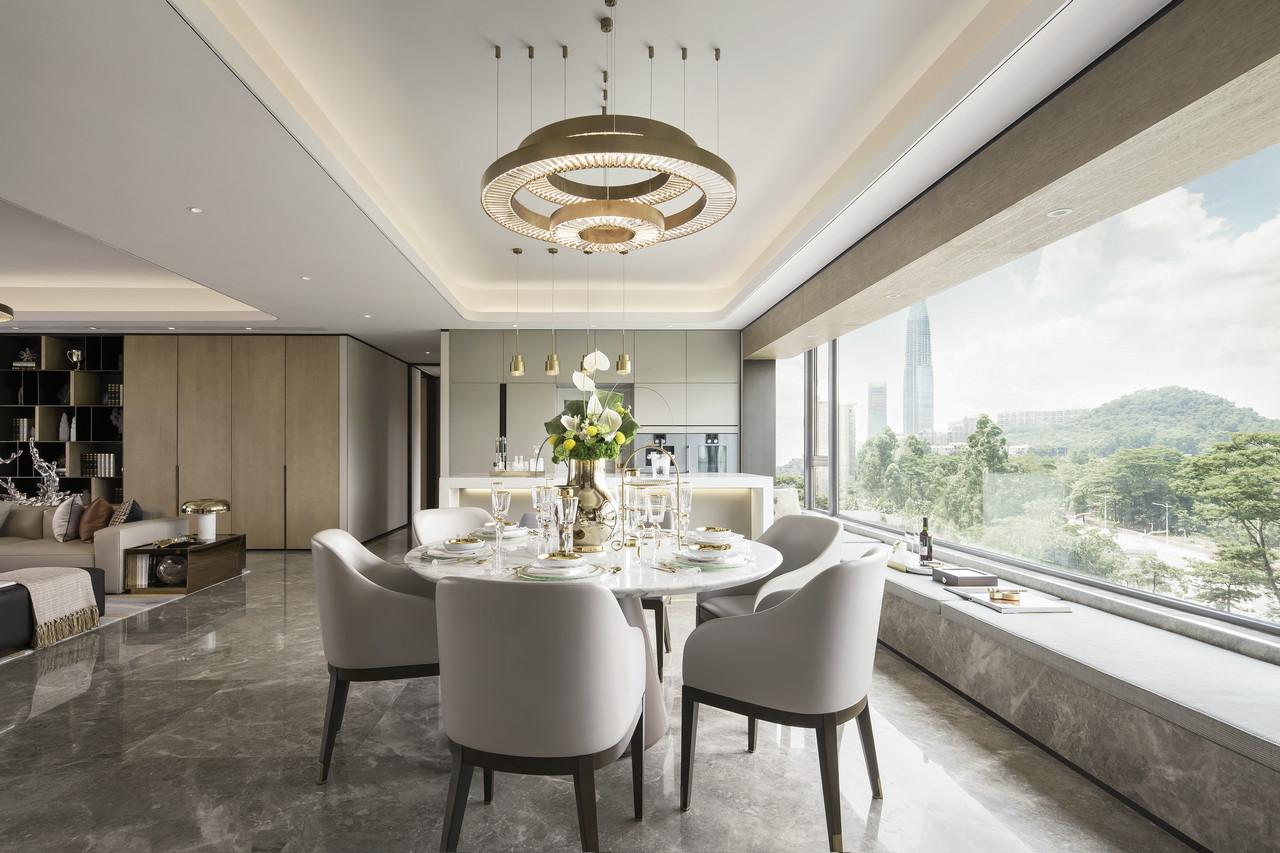 有没有想过把整面墙打造成窗台,整个空间光线十足!吃个饭也能赏着美景,生活极致享受。