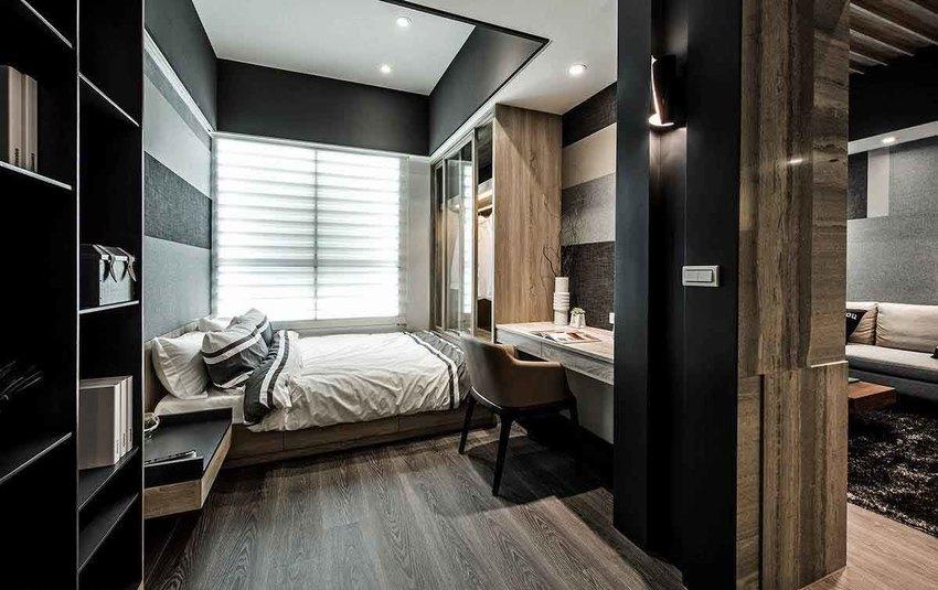 客厅展示柜与卧房内的收纳柜共构,一技能取代实体隔间的手法。