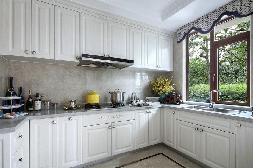 厨房的空间尽可能宽敞透气,开放式带独岛的效果最佳。