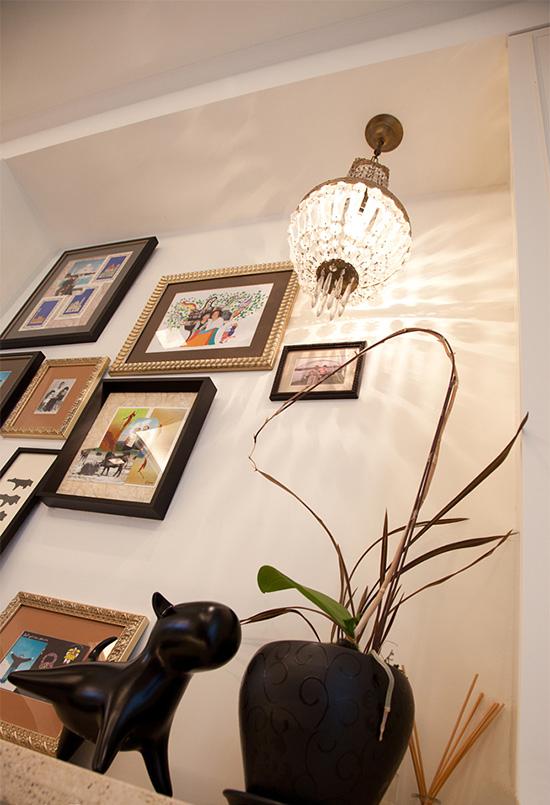 生活记忆墙加上小平柜的设计,让屋主一进门就有了家的味道。