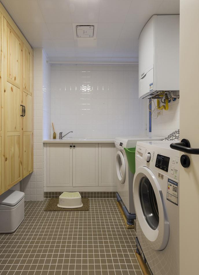开辟出一片区域,设计成洗一件,舒适又实用。