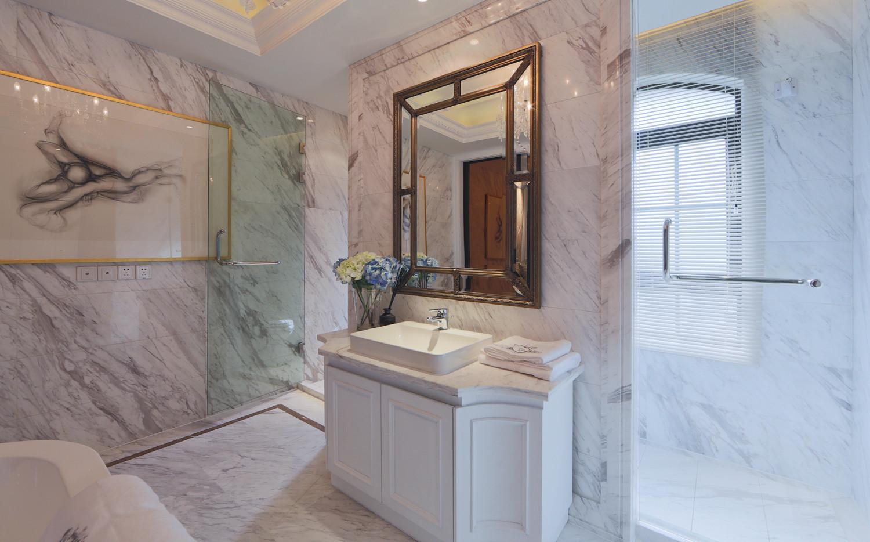 卫生间只要能做干湿分离,那就最好做一下,这个卫生间的空间还是比较宽敞的,淋浴区内还分了淋浴和浴缸。