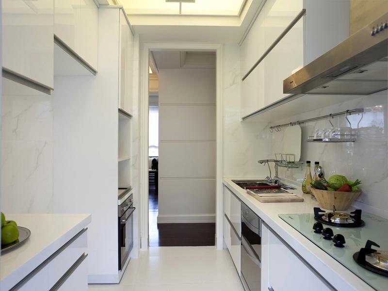 白色的厨房一看上去就非常干净整洁,在这样的空间里给家人洗菜做饭心情都是高扬的。