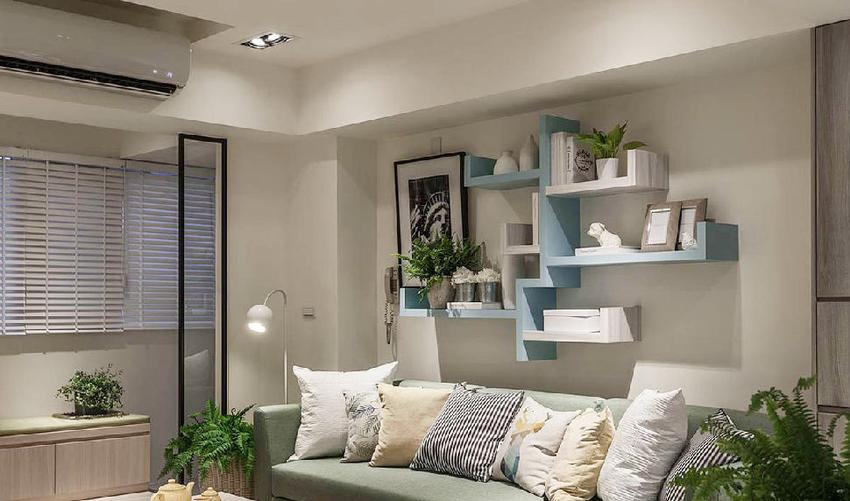 以木作方式打造出大树意向的展示柜,蓝白配色与绿色沙发相呼应,创造出和谐的视觉效果。