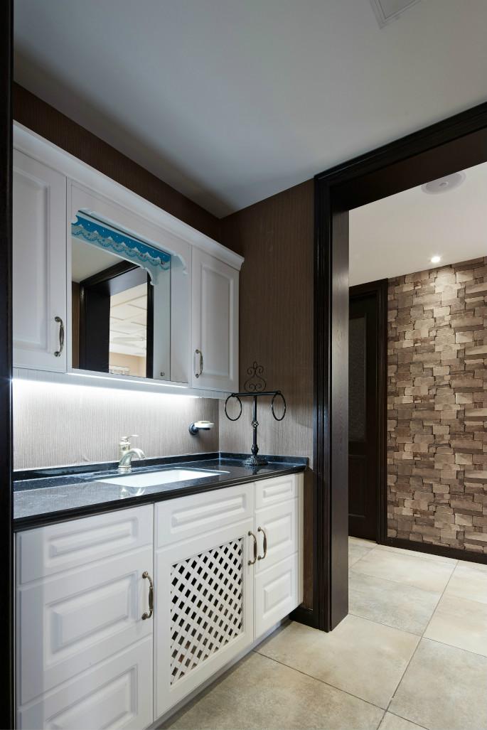 卫生间空间很大,家具得到合理的摆放。