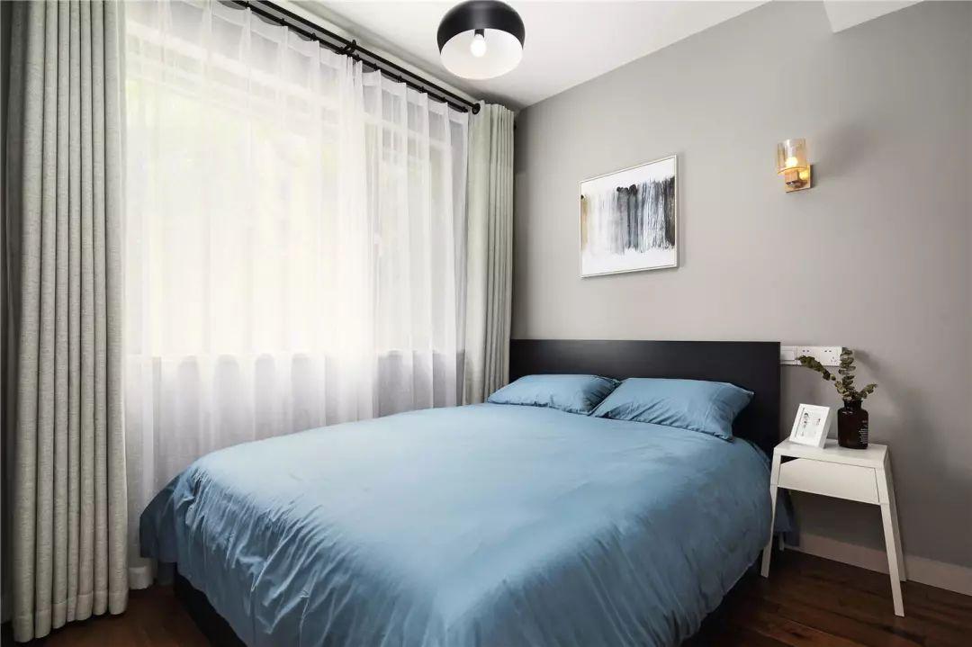 简洁大方的卧室,不失细节。