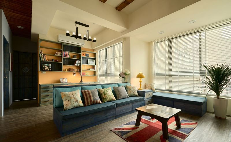 木质沙发配色复古,清新, 沙发做成抽屉,扩展了收纳空间。