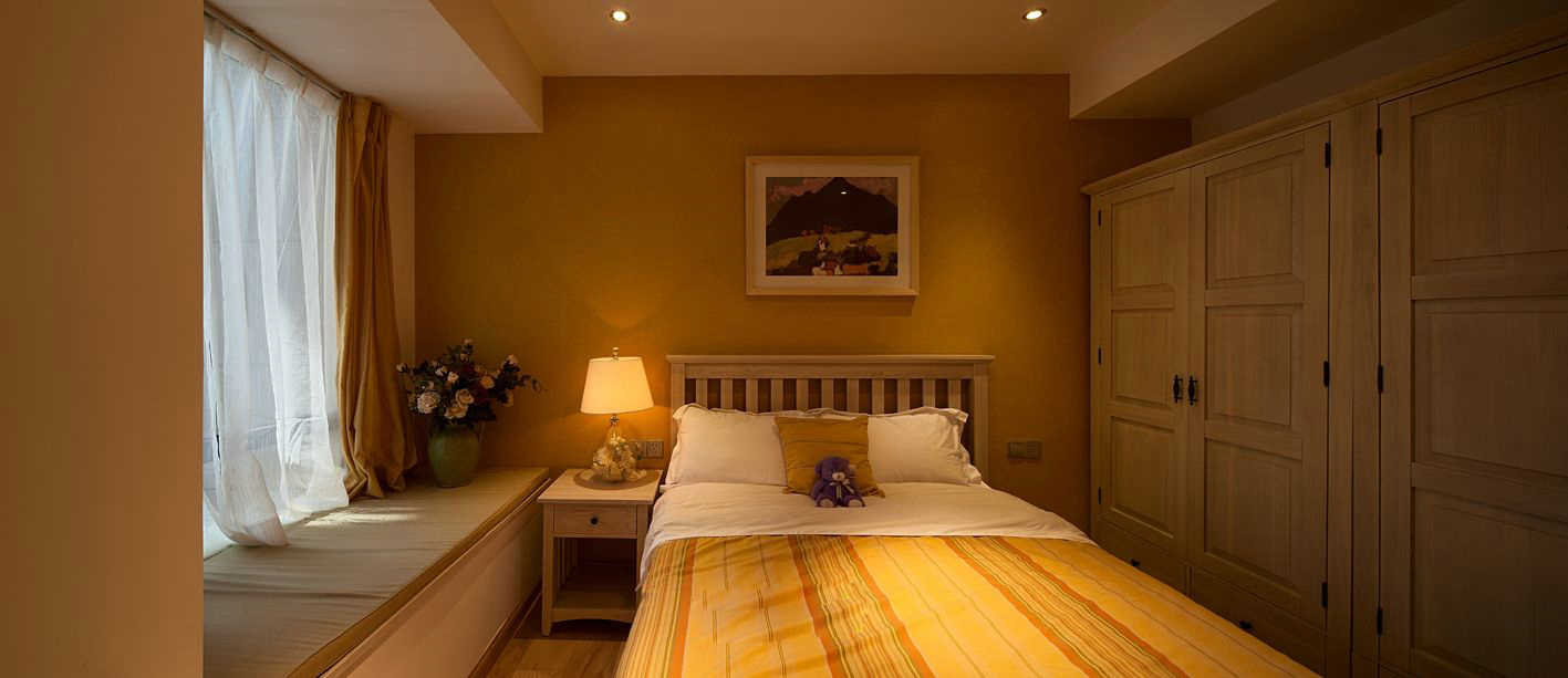 次卧是儿童房,设计很温馨,以暖色为主,点缀了花朵为孩子生活考虑周全。