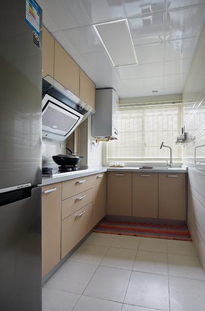 一尘不染来形容厨房,丝毫都不过分。常见的厨房构造在精心的打理下,井井有条。