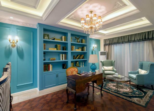 书房正是学习、工作的场所,蓝色给人以纯净的心灵状态。书桌采用棕色木质,呼应着地板上的线条。