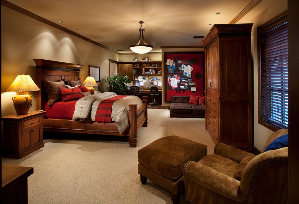 卧室整体采用了高档棕色实木的材质,显得内敛大方,精致丝绸材质的床上用品的搭配更显欧式的高贵与华路