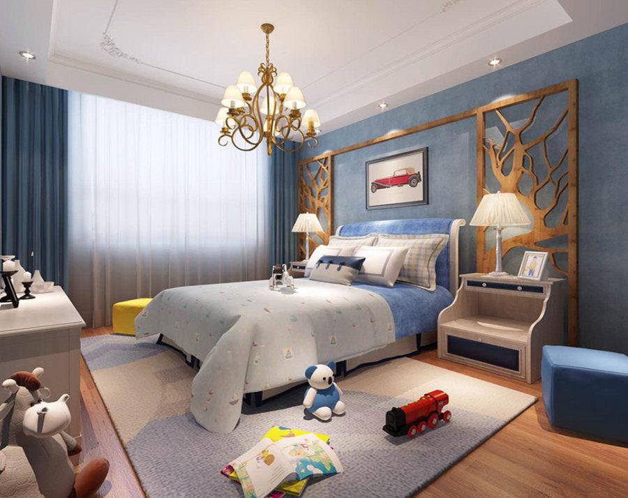 儿童房的吊顶以四角雕刻的设计来呼应黄铜吊灯的复古和精致,原本白色的吊顶与蓝色漆的背景墙构成蓝白清灵。