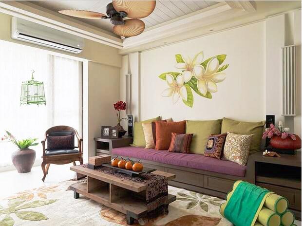 墙上素雅的壁画,与中式家具的融合,带来了素雅的禅意与宁静的岛屿风情。