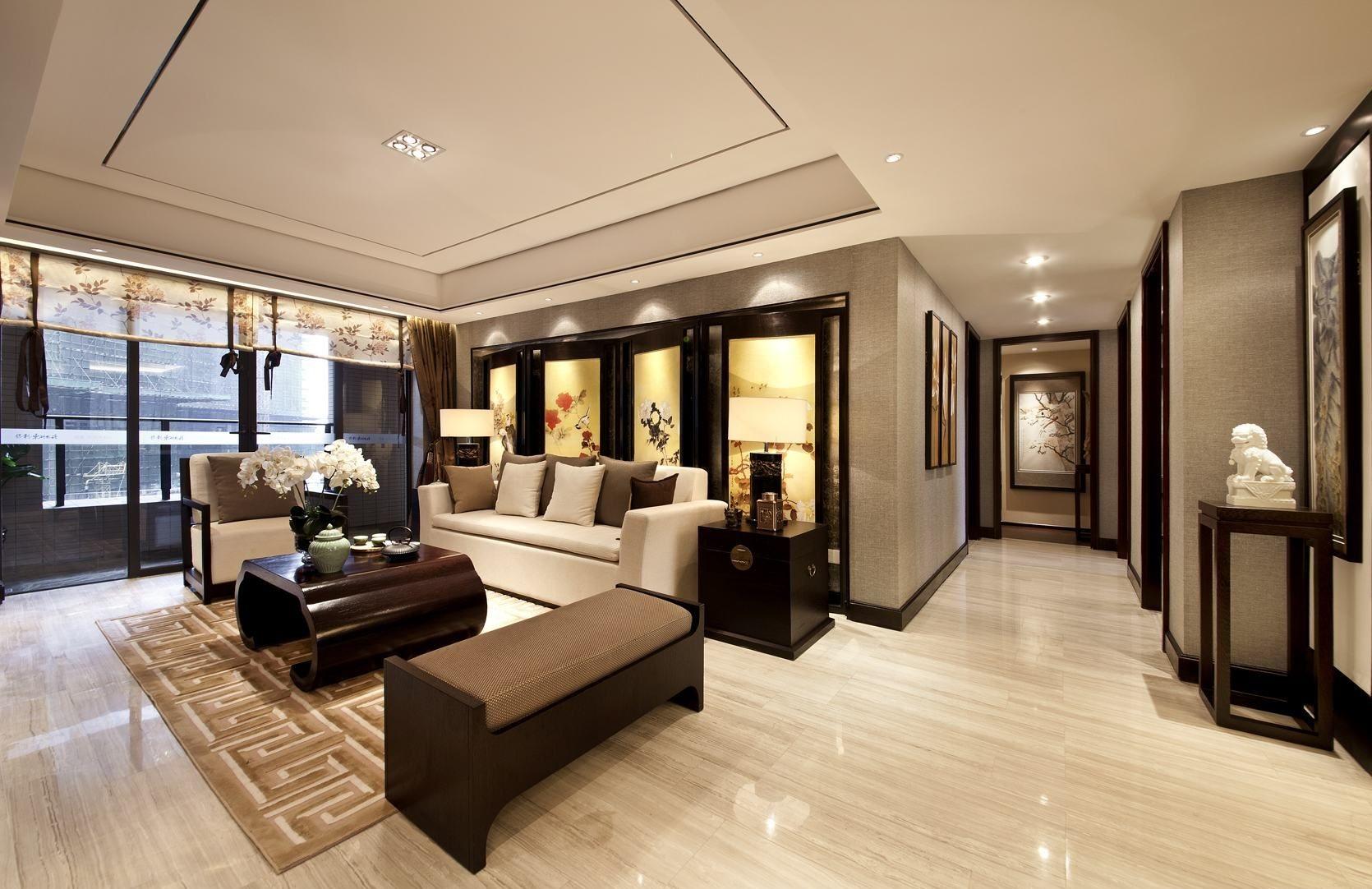 树叶图案的纱帘、木质茶几、布艺沙发,都是时尚与古典的柔美结合。