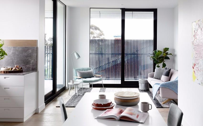 体型小巧的沙发、茶几非常适合这样的小公寓,凸显空间的宽敞和小而精致的气质。