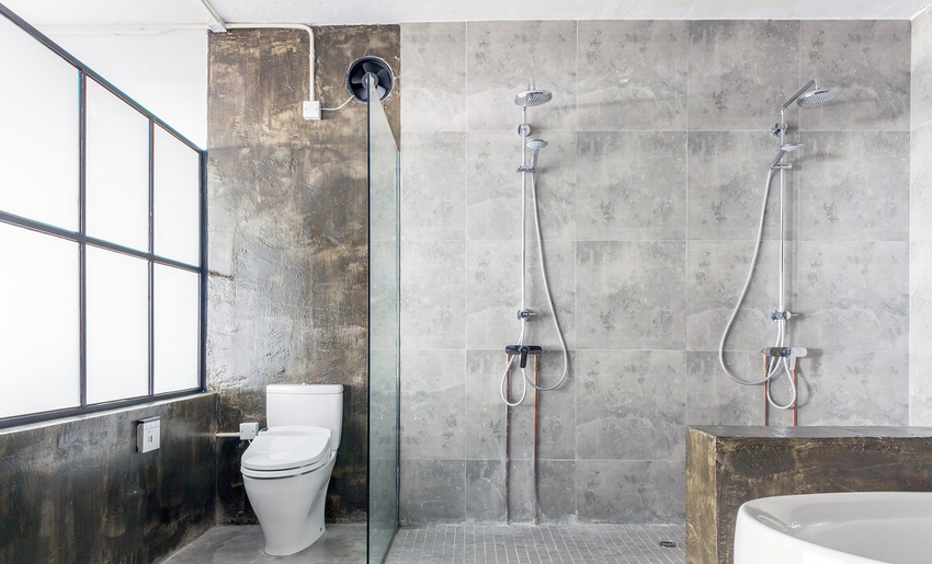 一样的干湿分离,一样的功能,但斑驳的墙面赋予了卫浴间与众不同的气质。