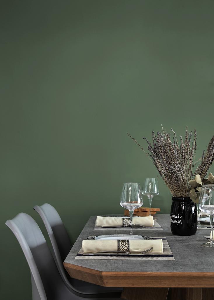 将实木和复古元素融合在北欧工业风里,成为餐厅的亮点。