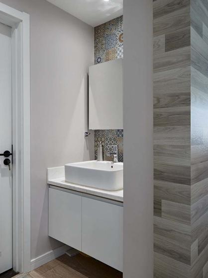 卫生间简单直接。功能清新,毫不拖沓。