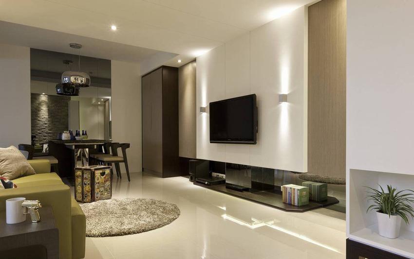 依循环柱体定位的电视主墙中心,两侧段落分别有着鞋柜与收纳功能。