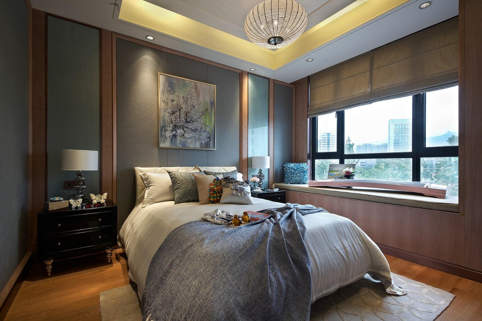 卧室背景墙的抽象油画设计,显得优雅端庄。