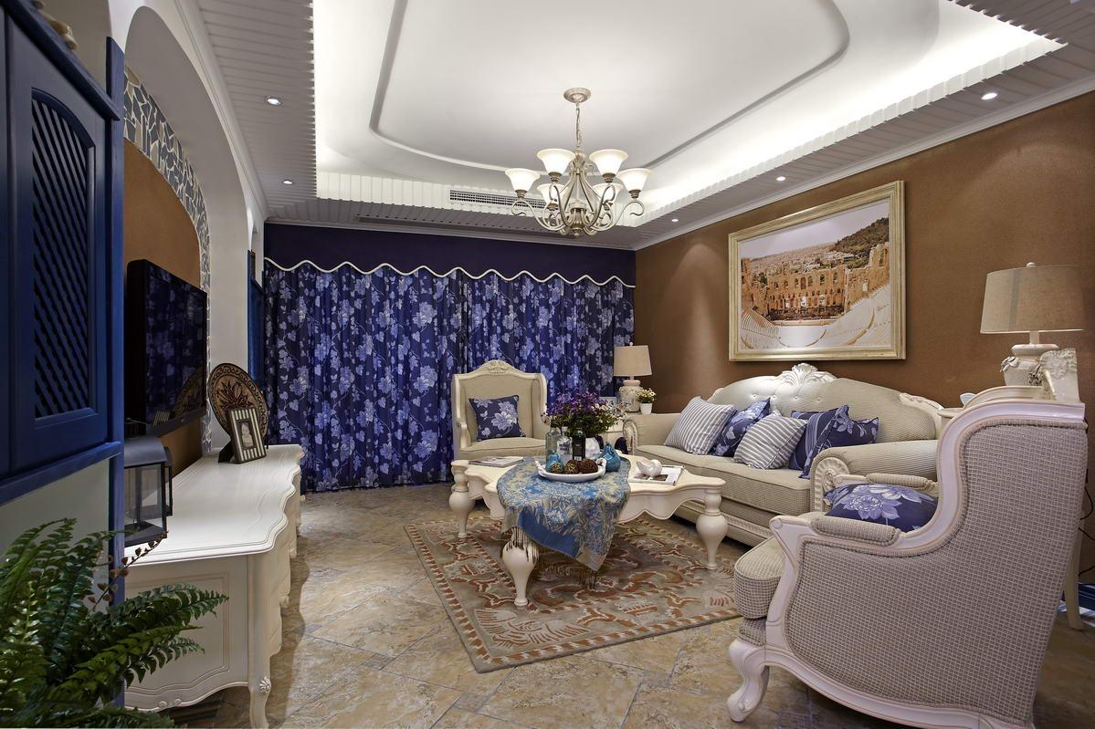 客厅整体的紫白色调,地中海特点的墙面,米色的沙发、地毯白的茶几、灯光。墙角一束绿植,明朗